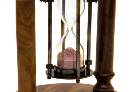 Mosiężna klepsydra obrotowa z kompasem 1 minuta